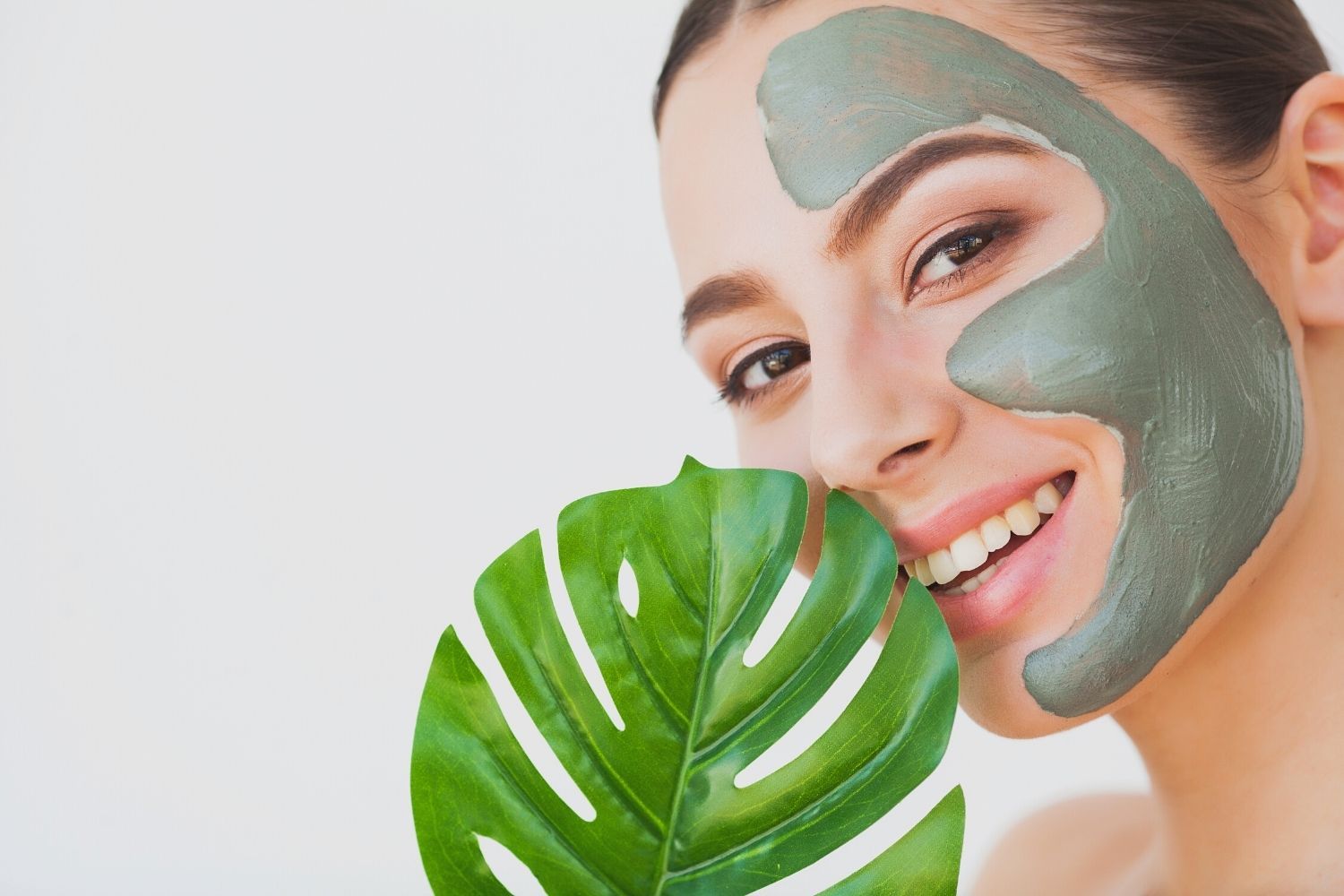 4 DIY Face Mask Recipes to Hydrate Skin